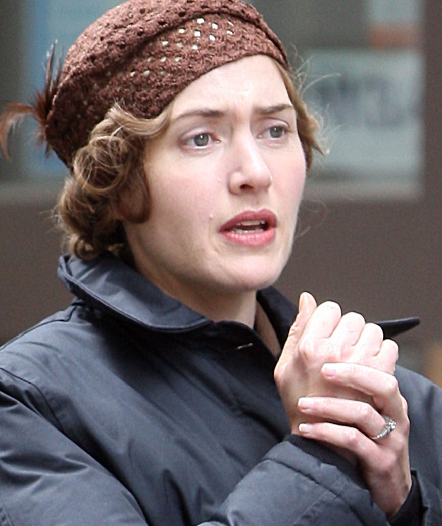 Kate_Winslet_on_the_Set_of_HBO__s_____Mildred_Pierce_____in_New_York__1_.jpg