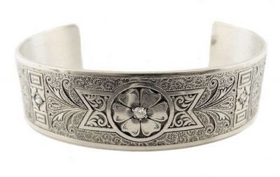 Victorian Style Sterling Silver .24 cttw Diamond Engraved Floral Cuff Bracelet