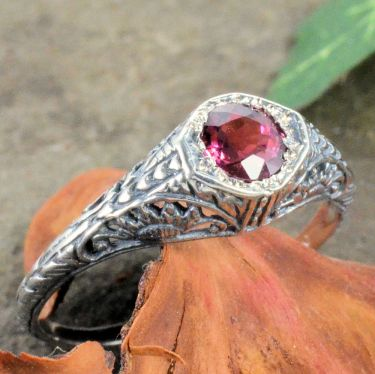 Antique Style Filigree 4.5mm Round Shaped Ring Setting