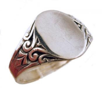Victorian Style 14k Gold Signet Ring