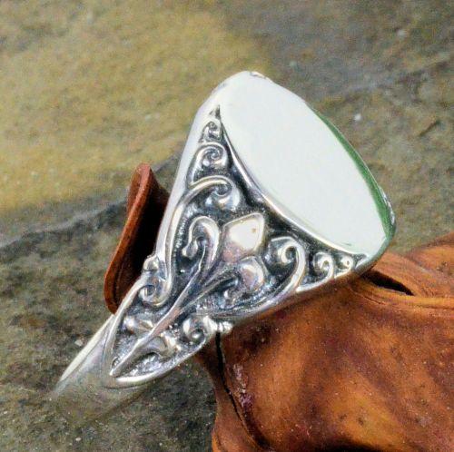 Antique Style Sterling Silver Fleur De Lis Signet Ring